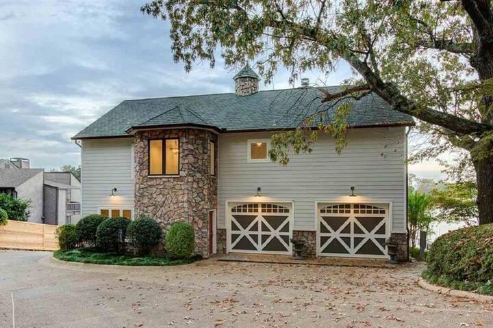 Stylish Farmhouse w/ Great Views of Lake Hamilton!