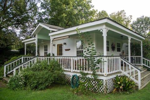 The Cottage at Flint Farm in NE Huntsville