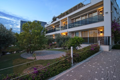 Elia Apartments Side / 101