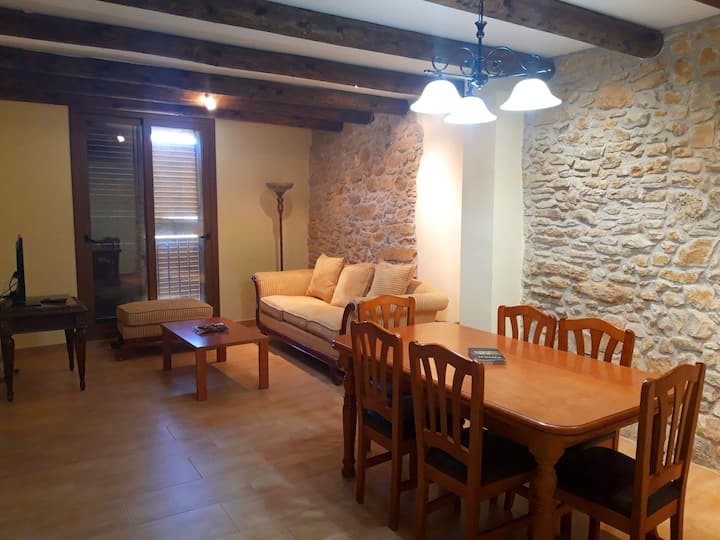 Homely Flat for Climbers in the center of Margalef