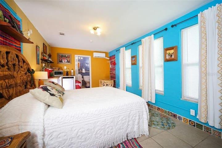 Charming and private guest suite Casita de Frida