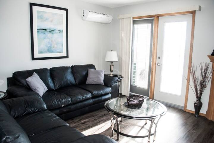 Great Two Bedroom Condo in Devonshire