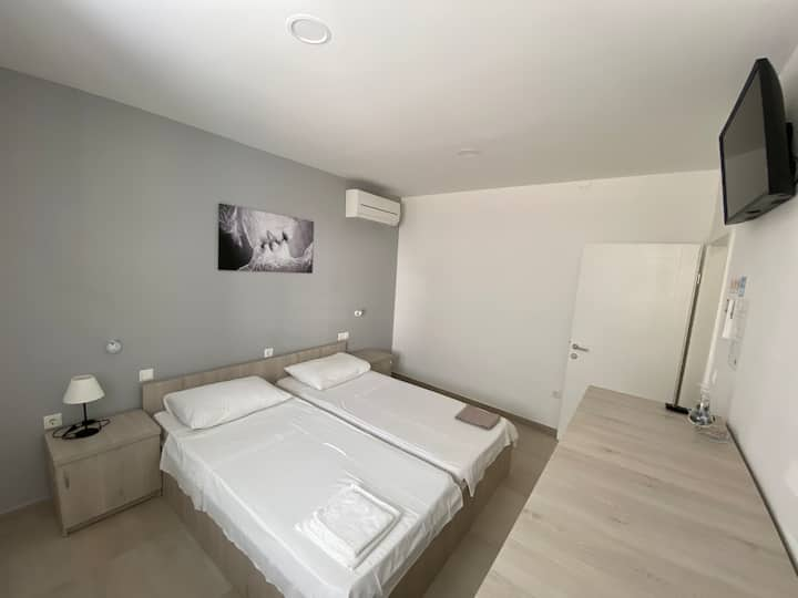 Private room & bathroom with AC, center of Novalja