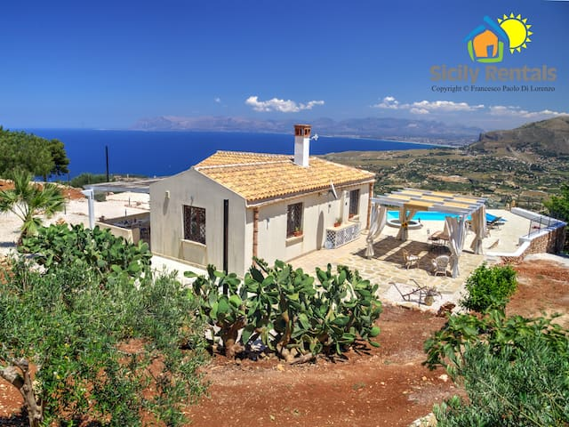 Gorgeous villa with panoramic swimming pool