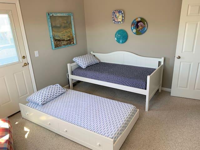 Bedroom 4 - Twin trundle bed in bedroom/study on main floor
