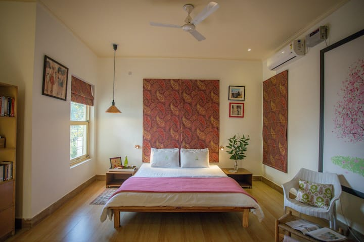 Seclude Lansdowne -The Writehouse Apartment (2BHK)