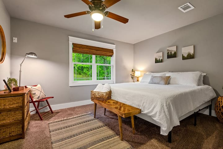 The master bedroom has a comfy king bed just waiting for you with crisp, clean linens, which are provided.