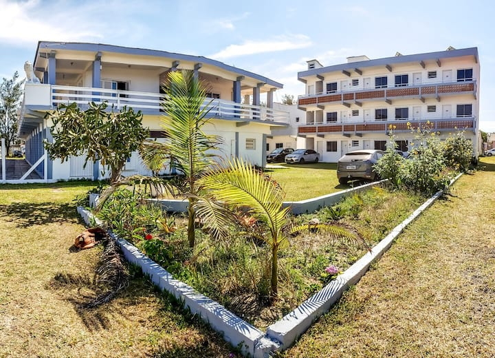 Apartamento vista para o mar 100m da praia piscina