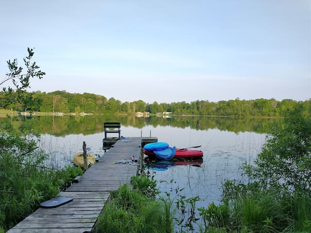 Robin's Place, Wooded Home on Lake