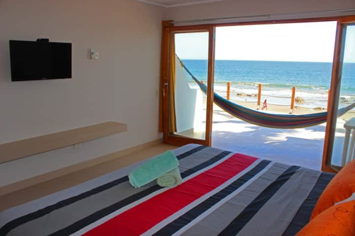 Ocean View, King size bed + Aircon!! (N)