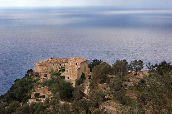 Son Rullan, Deià (Mallorca). Villa.