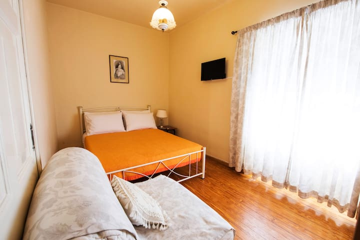 Relax to our charming bedroom ! Η κρεβατοκάμαρα με τον πίνακα της πριγκίπισσας Σίσσυς!