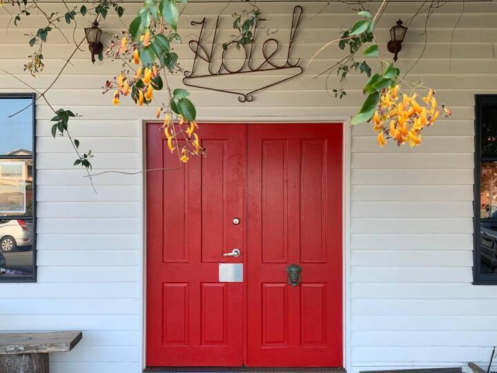 Archies Creek Hotel - Bedroom 1