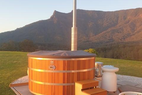 Vintage van 'Stevie' w. Mt views, food & hot tub