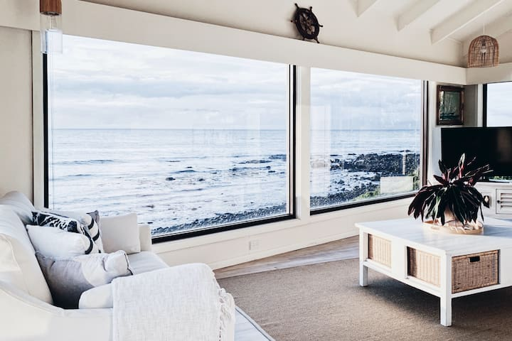The Mariner • Absolute Oceanfront Experience