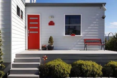 820mm wide front door with 5 steps leading up to the door.