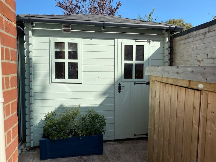 Self-contained wooden chalet in Norwich