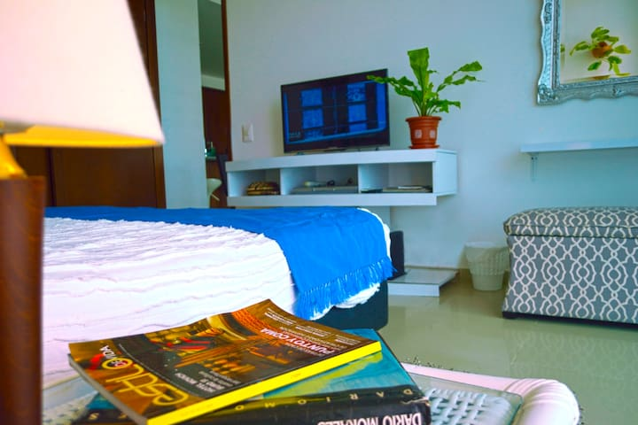Master bedroom tv - Tv habitación ppal.