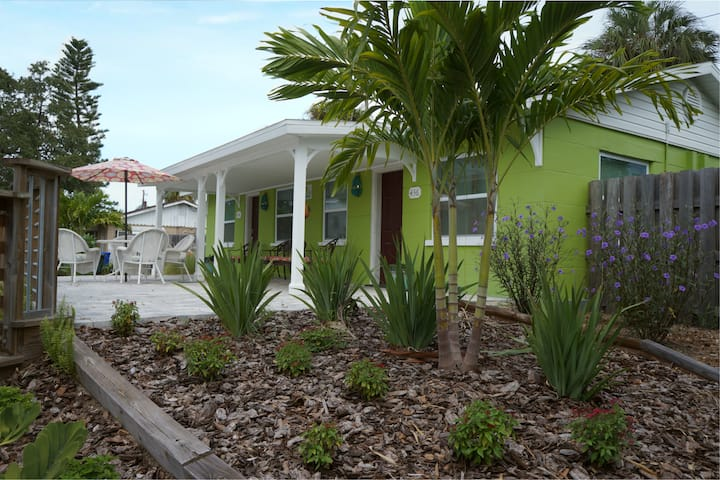 Downtown Key Lime Cottages 2