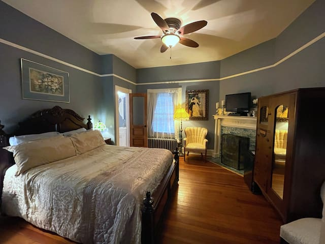 The Blue Room. Elegant and comfortable, it has a queen size bed and an en suite bathroom.