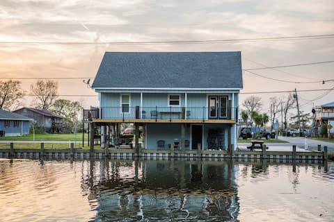 Scenic Bayou Side Home; Near Houma and Cocodrie