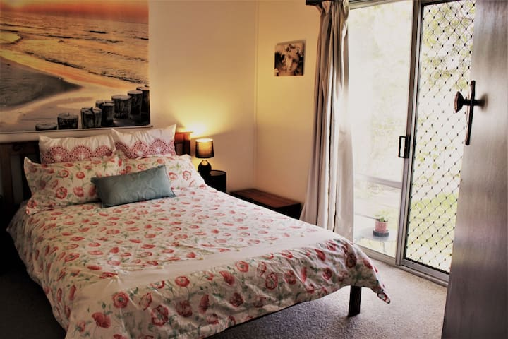 MASTER BEDROOM:  The main bedroom has an ensuite bathroom, walk in robe and a sliding door which opens to a garden area.
