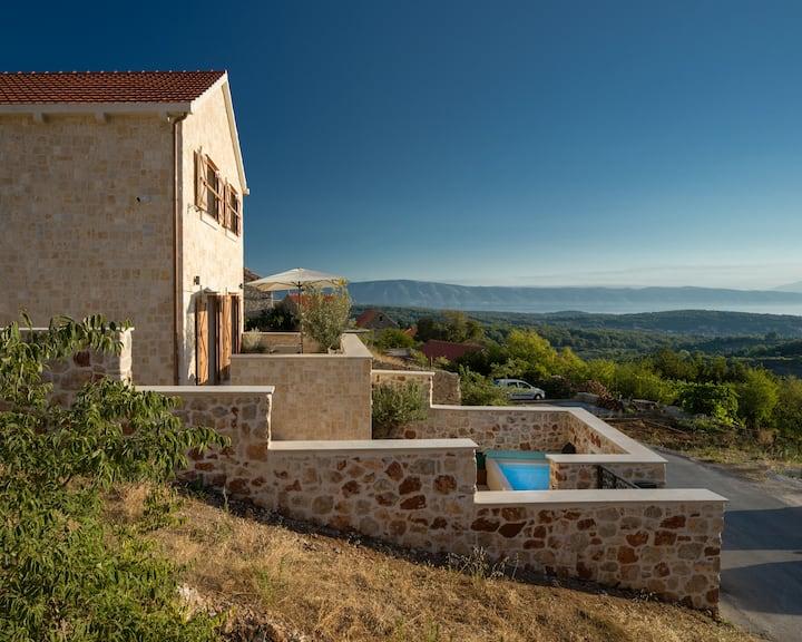 5 STAR Design Villa 9 Sleeps, Pool&Sauna, Hvar