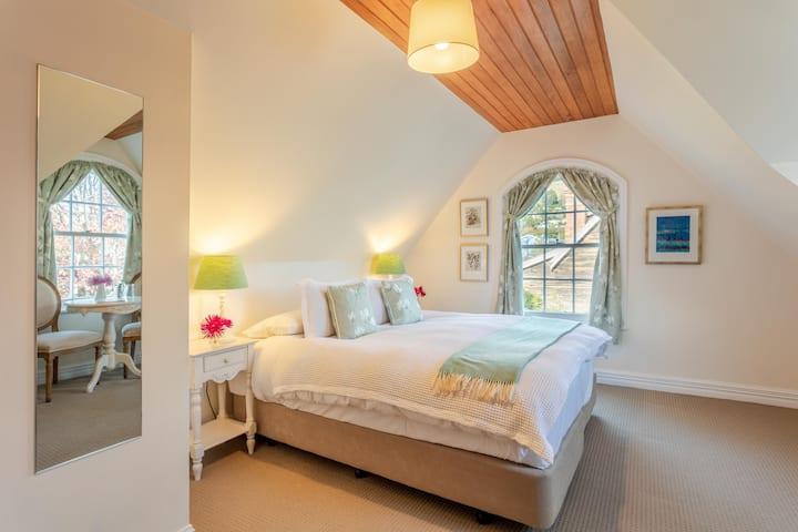 French Bay House - Mt Bossu Room