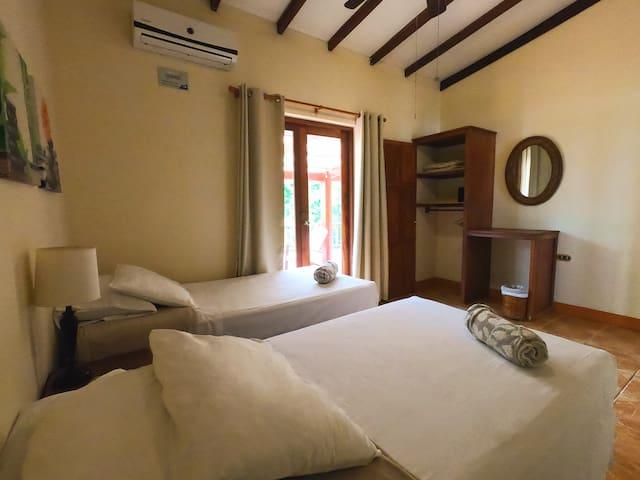 2nd room - Segundo cuarto  We can set up rooms for couples or 2 singles. Each room has its own bathroom - Podemos organizar los cuartos para parejas o 2 camas individuales. Cada cuarto tiene su propio baño