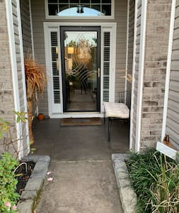 Steps free entrance with 32 inches entryway.