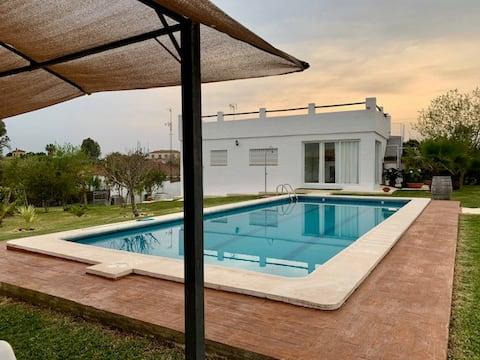 Maison de campagne avec piscine privée et grand jardin
