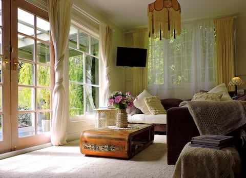 Willow Bend Farmstay Cottage With Breakfast