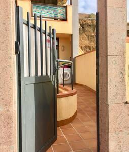 The door measures  91 cm