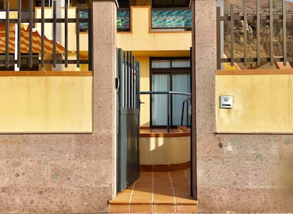 The main door measures 91 cm