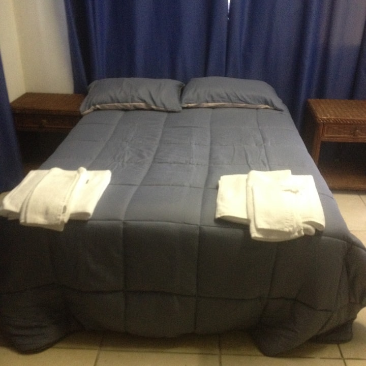 Cairns Private bed room. Free AC,WIFI. Max 4people