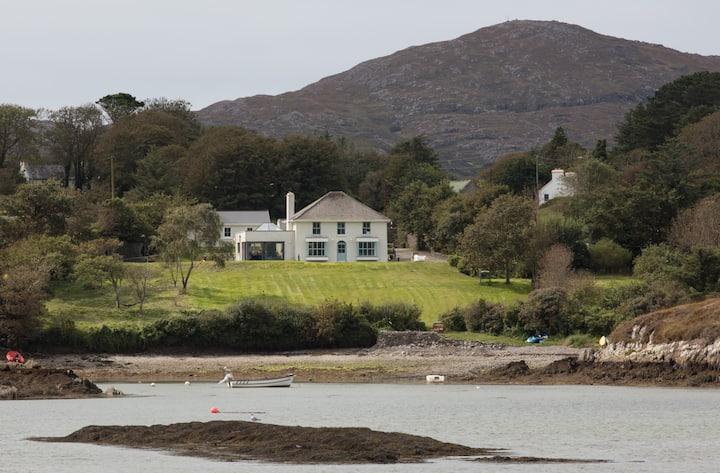 Strandville House: Beachfront Cozy, West Cork