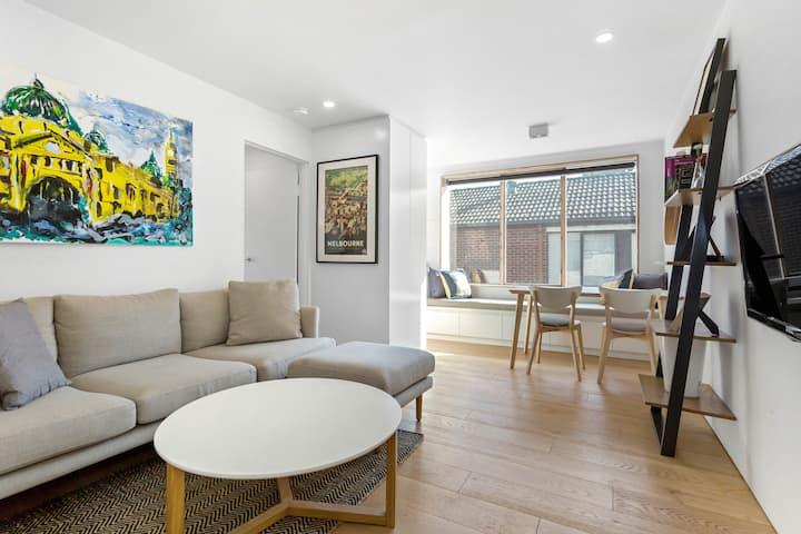 Richmond Apartment with Parking - Walk to MCG