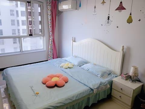 避暑山庄温馨舒适两居室日租家庭公寓