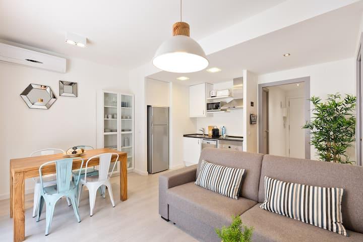 Cozy Apartment, 2 Bedrooms next to the beach