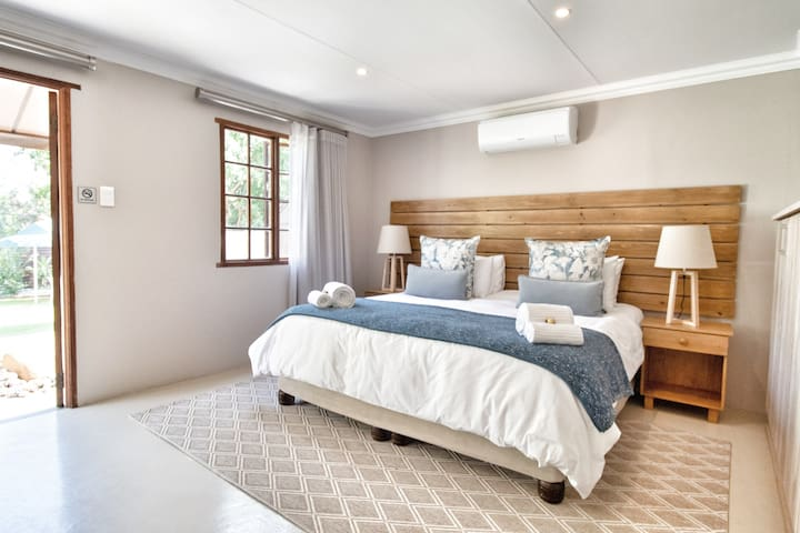 Self-Catering Suite: This modern, self-catering suite (65 m2) has unique wooden features to create that cosy look and feel. King size bed or twin beds with Egyptian cotton bedding. Pool view.