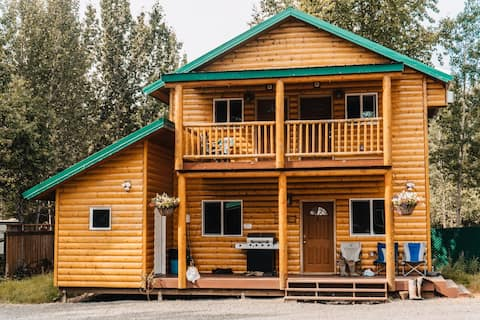 Bear Cabin- Riverview! About 50 ft. From the Kenai