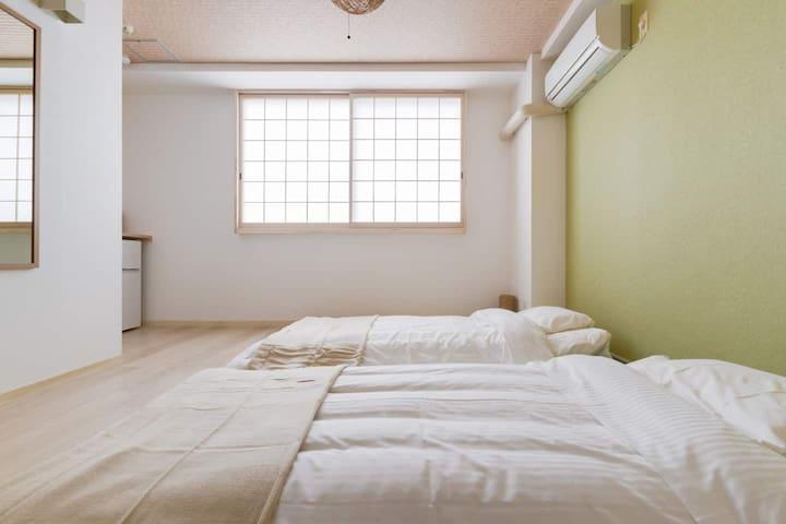 布団2セットを用意しております。 There are 2 sets of futons.