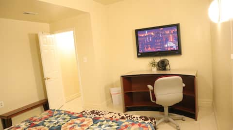 Cozy room walking distance from FDA - 9