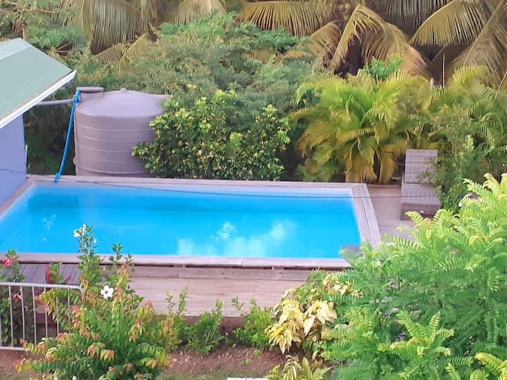 Studio prune vue sur mer avec terrasse