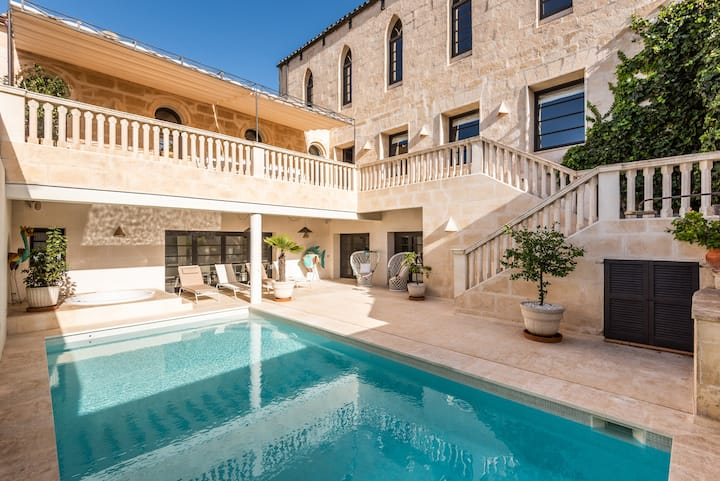 Splendid former chapel with pool and jacuzzi