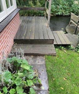 No hay escaleras ni escalones para ingresar