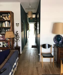 Couloir desservant les chambres, salle de bain, toilettes et l'entrée