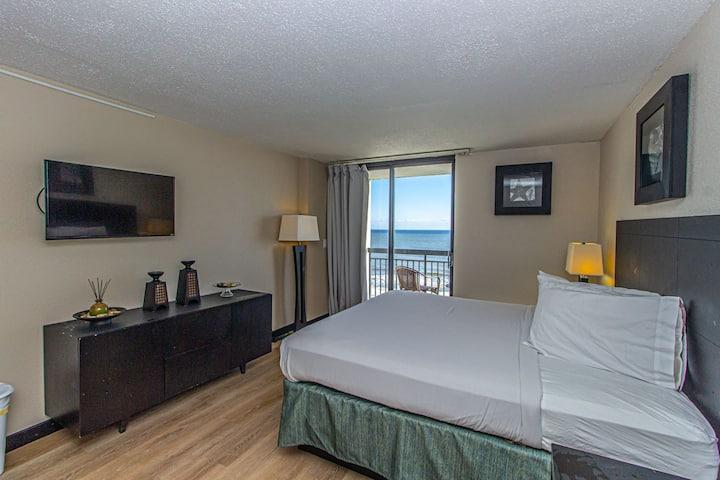 Premier Oceanfront King Suite SNS 607