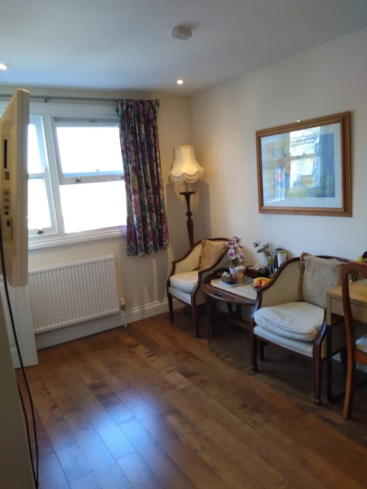 *Charming En-Suite in Victorian House in *Centre