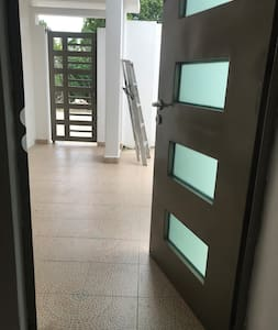 Acceso de entrada a la casa